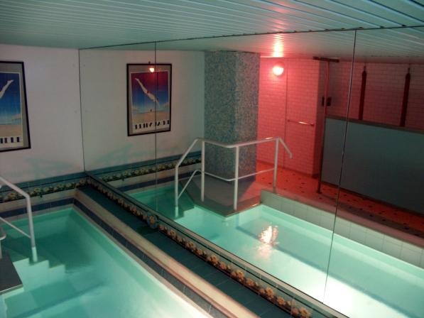 Les bains d 39 odessa paris la france for Piscine sauna paris